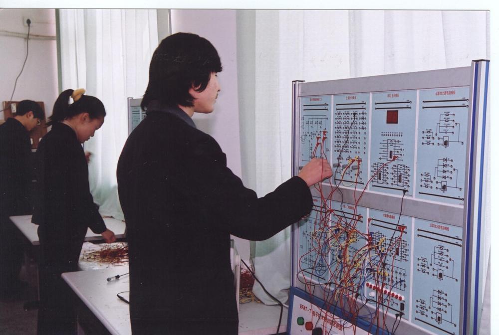 电气技术应用(电气设备安装与维护)专业